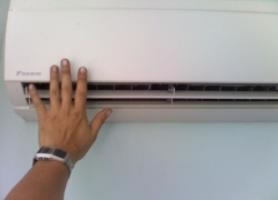 hand feeling for aircon cold air